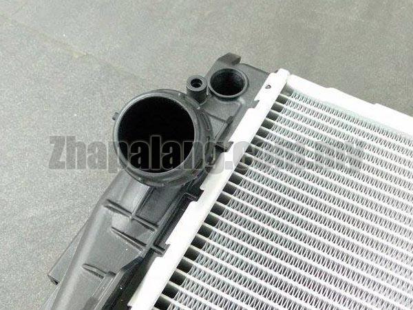 BMW Radiator (335i 335xi 135i 335i xDrive Z4) - Genuine BMW 17117547059 - Image 4