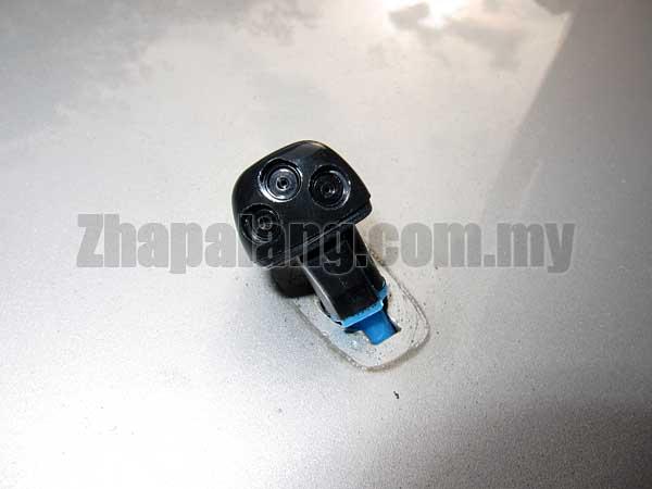 Original Hyundai Sonata NF \'06-10 Front Wind Shield Wiper Nozzle - Image 1
