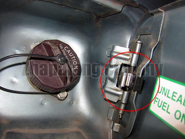 Proton Petrol Cover Spring Clip - Image 2