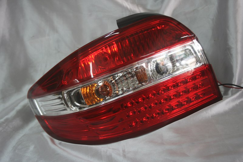 Toyota Vios 03-06  Red Clear LED Tail Lamp