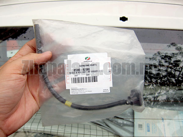 Original Perodua Viva Washer Jet/Wiper Nozzle Rear 85390-BZ080 - Image 2