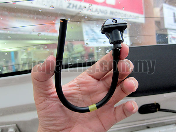 Original Perodua Viva Washer Jet/Wiper Nozzle Rear 85390-BZ080 - Image 3