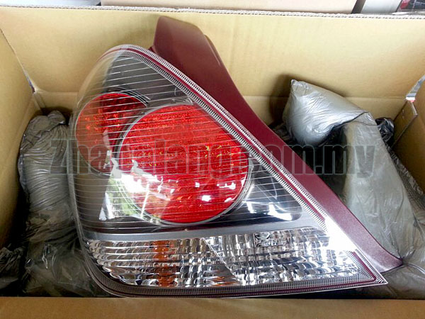 Original Nissan Sentra N16 1.8 Black Face Tail Lamp LH  26555-YS750