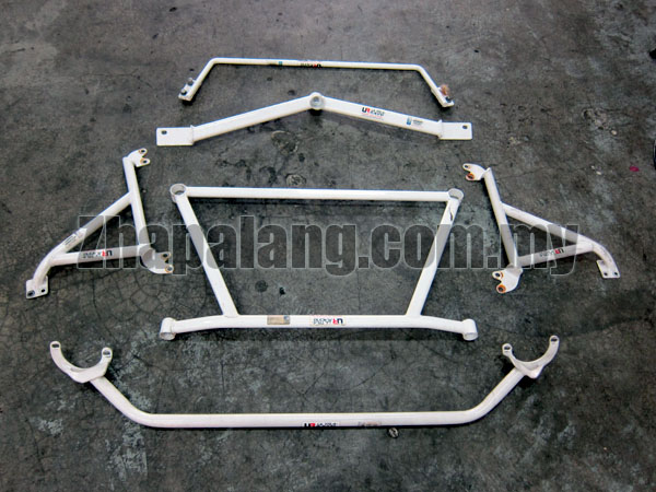 [Sold]5 Ultra Racing Strut Bars for Perodua Viva